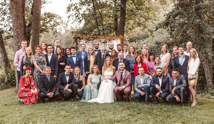 Mažos vestuvės svečių nuotrauka