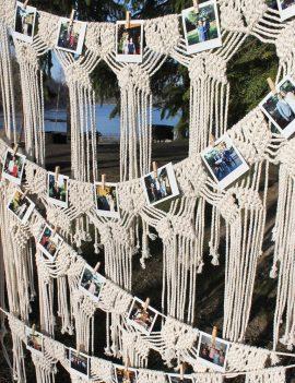 Medinis stovas su macrame nuotraukoms