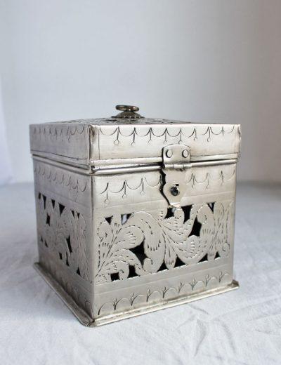 Metalinės dėžutės - žvakidės nuoma