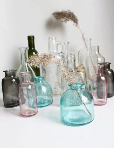 Įvairios stiklinės vazelės