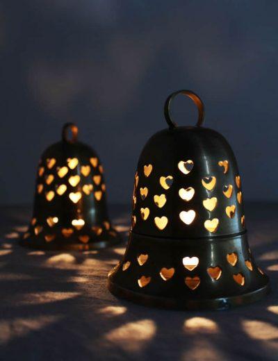Žibintai su širdelėmis šviečiantys naktį